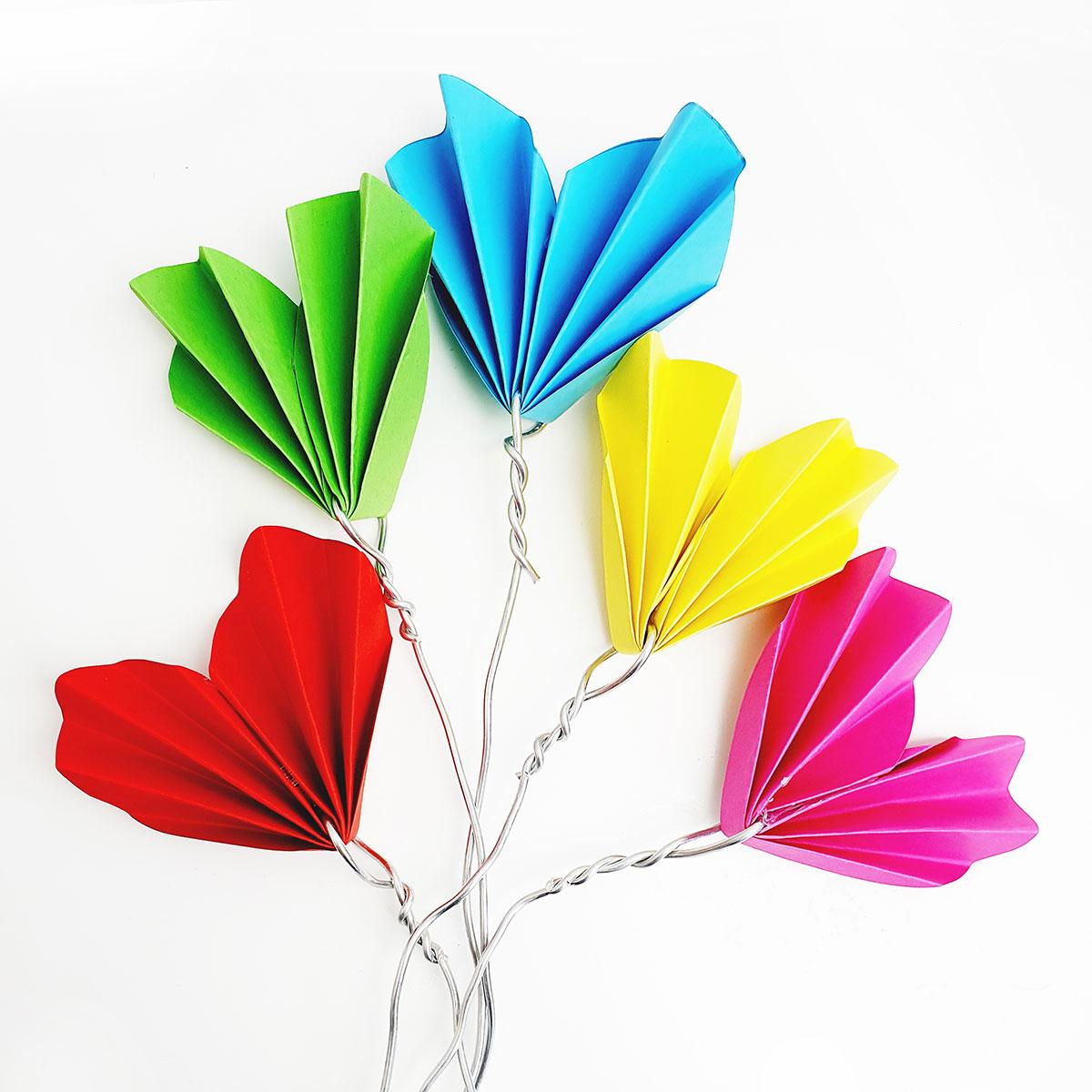 Herz-liche Blumengrüße aus Tonpapier