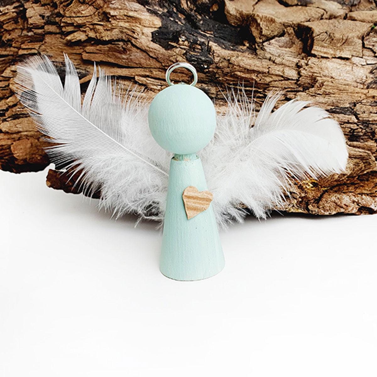 Niedlicher Holzkegel-Engel