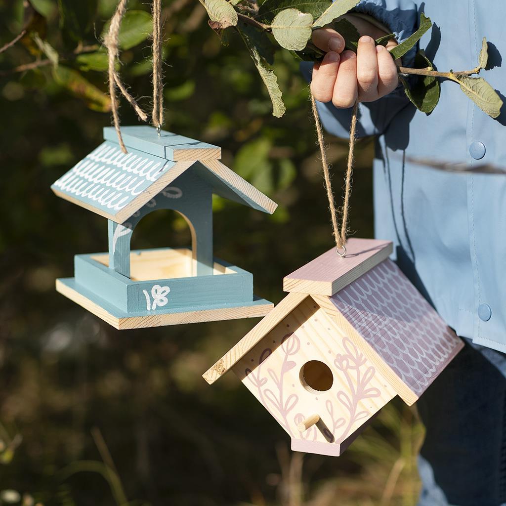 Selbstgebaute Vogelhäuschen mit Plus Color Farbe