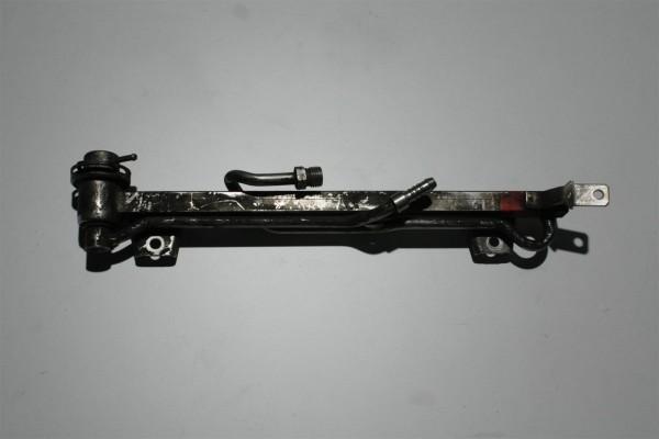 Audi A4 B5 1.6l 101PS ADP/AHL Einspritzleiste + Benzindruckregler 050133681A