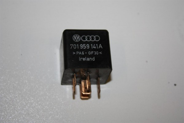Audi/VW 80/100/A4/A6 Relais 114 Alarmanlage 701959141A