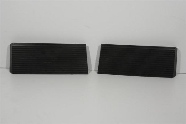 Audi Coupe/Urquattro Typ 81/85 Kennzeichenblenden Plastik schwarz 855853489/490