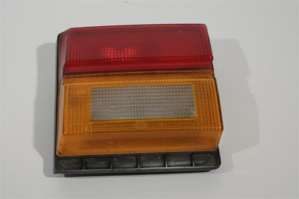 Audi 100 Typ 44 Limousine Rücklicht Heckklappe innen links 443945225A